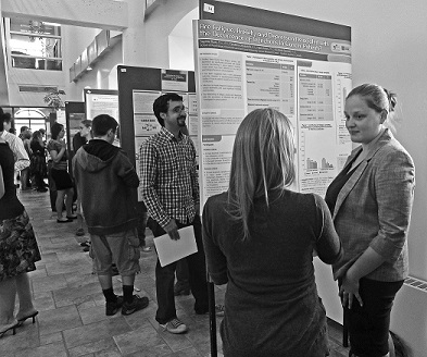 Enjoying the posters at the Journée scientifique des étudiants 2012
